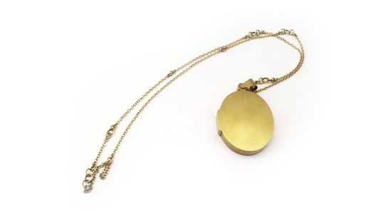 <p>Lin Cheung, <em>Secret - locked locket, </em>18ct gold</p>